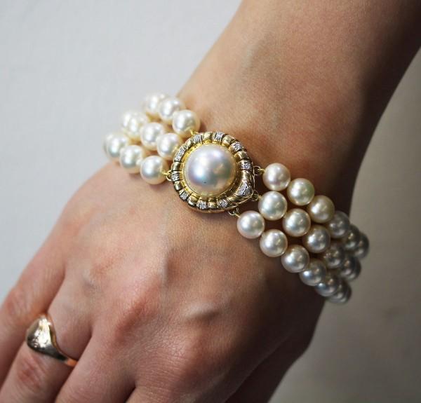Perlenarmband japanische Akoyazuchtperlen Gelbgold 585 Schliesse Mabeperle 15 Diamanten 8/8 W/P dreireihig Extraklasse Luxusqualitaet