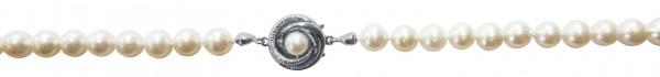 Perlenkette. Perlencollier 90 cm lang, Verschluss aus feinstem Weißgold 585/- mit nicht ganz runden, echten japanischen Akoyazuchtperlen mit sichtbaren Einschlüssen, 6,4-6,9 mm und roséfarbenen Luster. Ein sehr hochwertiges Einzelstück in feiner Goldschmi